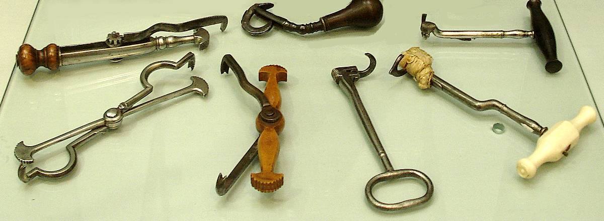 Antique dental tools in London museum